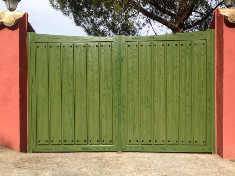 Puerta abatible en chapado madera de dos hojas