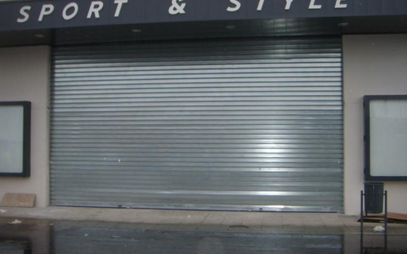 Puertas enrollable en chapa galvanizada para uso industrial