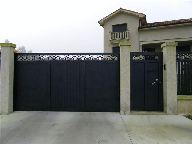 Puerta de garaje corredera acabado oscuro