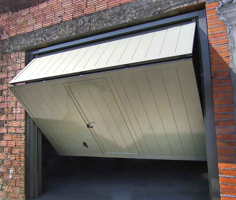 Puerta de garaje plegada a un tercio