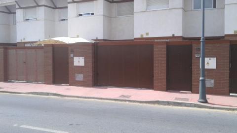 Puerta plegada en corredera exterior